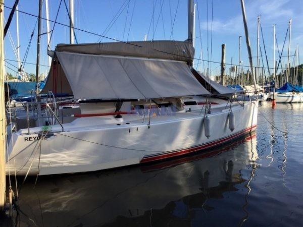velero Corum 350