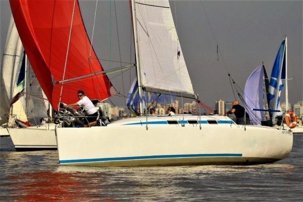 velero Corum 300